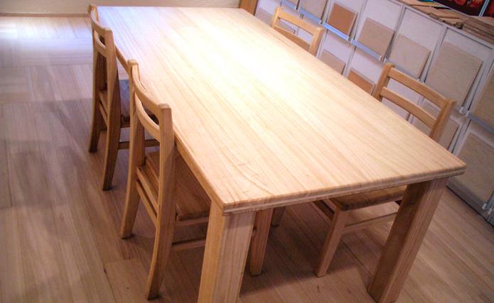 桐のテーブル
